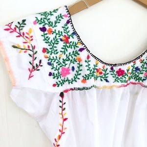 Tops - Embroidered short sleeve top